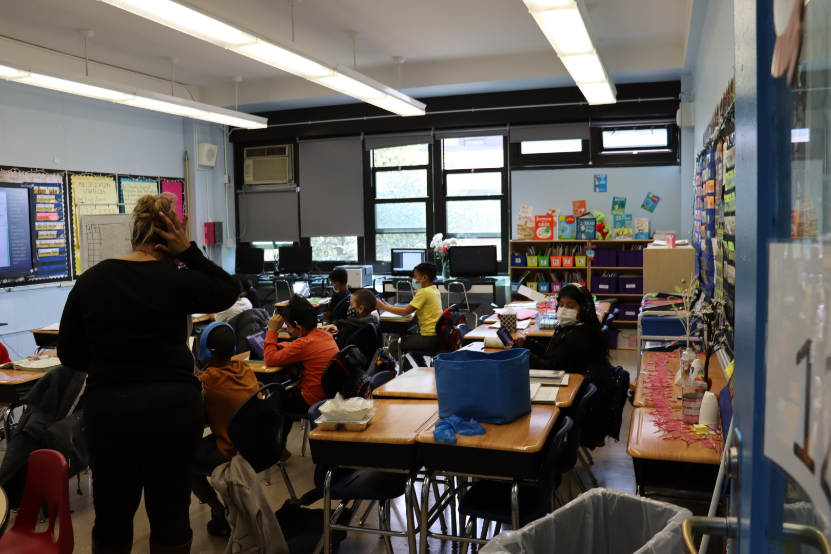 Ms. Gonzalez and her 3rd grade students reading