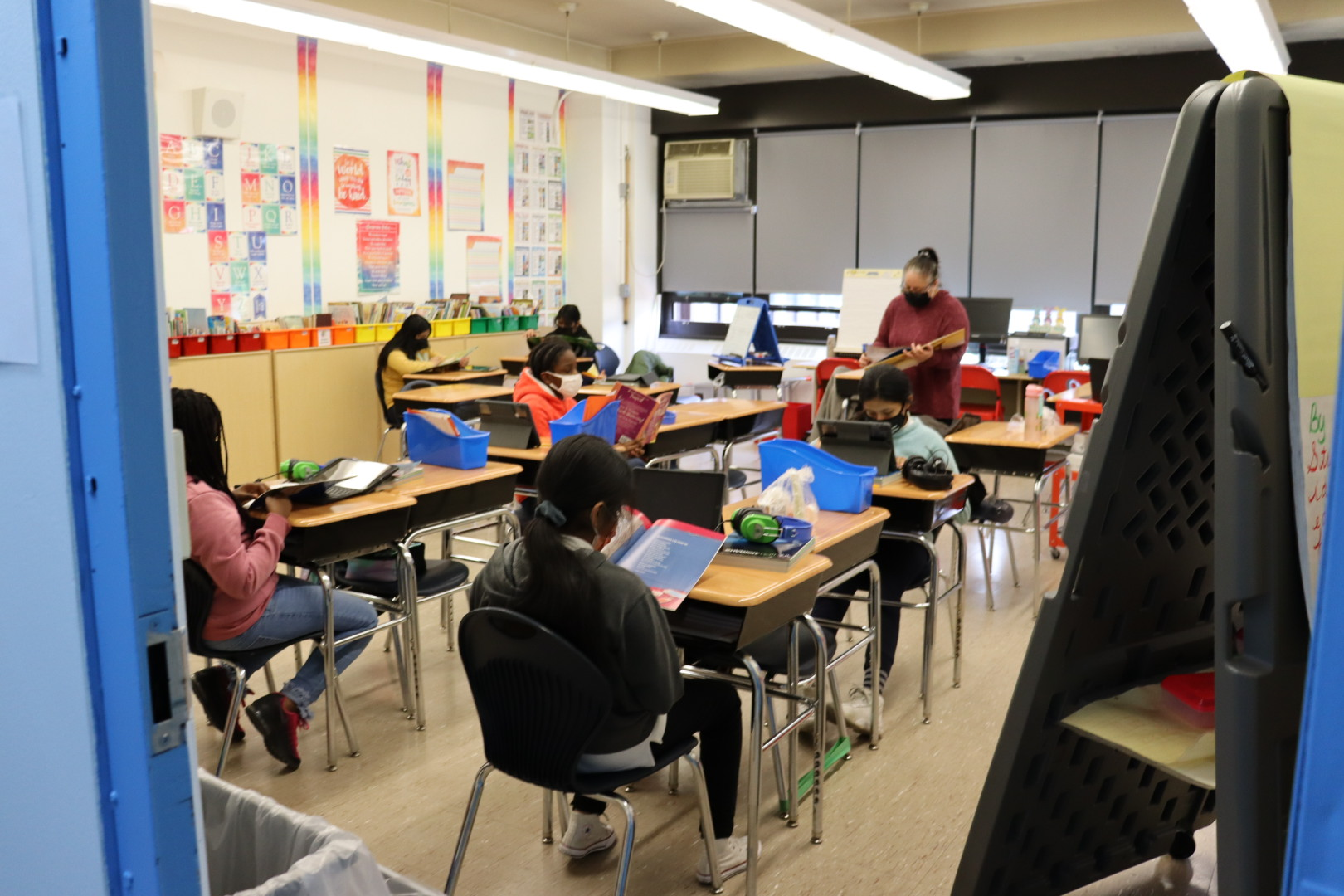 Mrs. Ortiz and her 5th graders reading