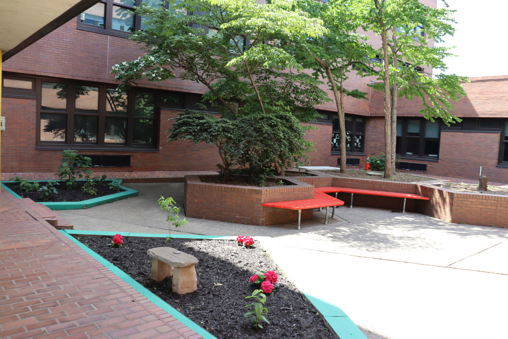 The courtyard where students can listen to a story read by their teacher