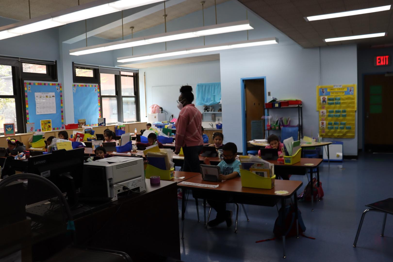 Ms. Oliver's kindergarten class reading.