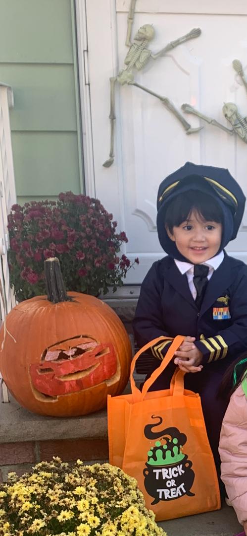 """<img src=""""pumpkin.png"""" alt=""""pumpkin with boy"""">"""