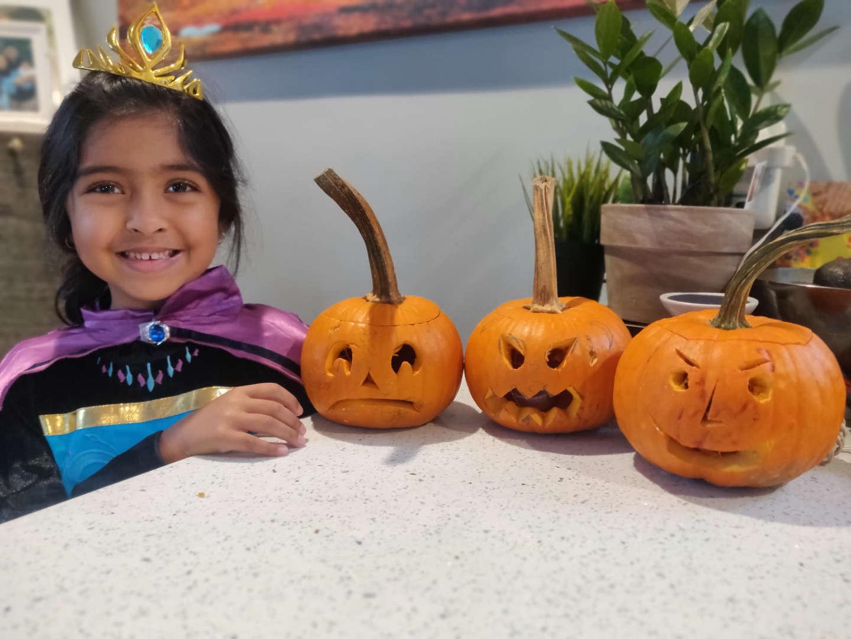 """<img src=""""pumpkin.png"""" alt=""""pumpkins with girl"""">"""