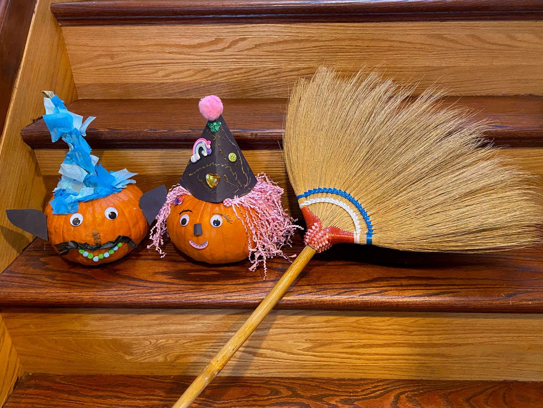 "<img src=""pumpkin.png"" alt=""pumpkins with broom"">"