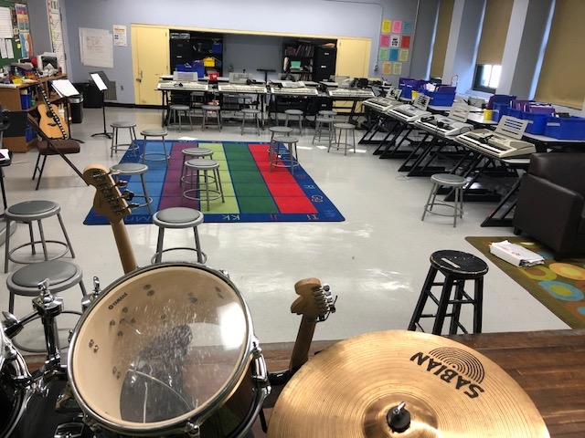 Instruments and desks in the music room