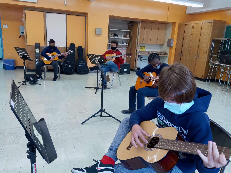 students in guitar practice.