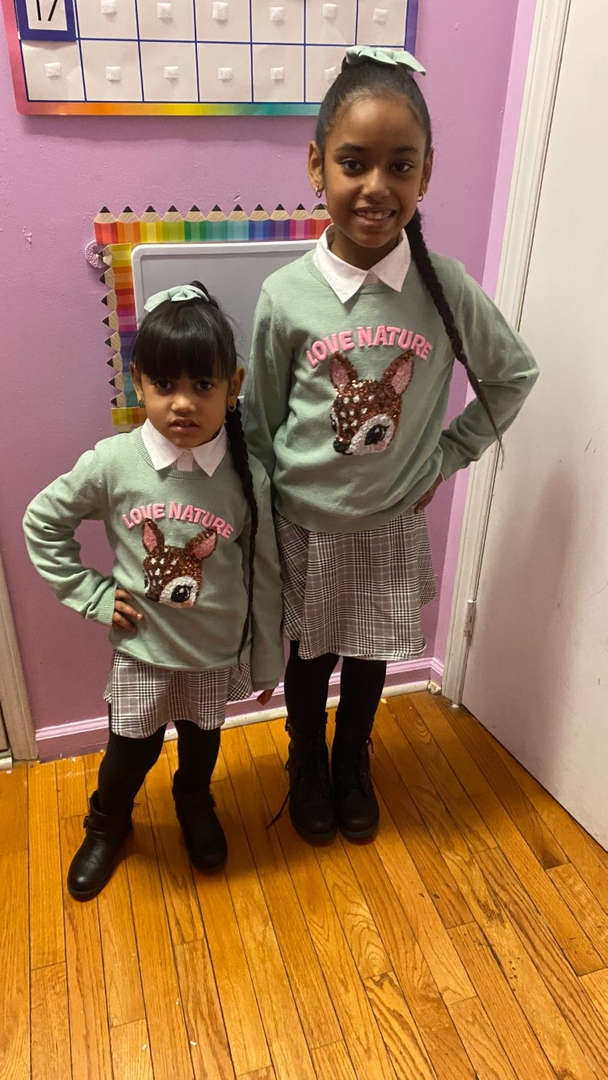 Liangelisse and her sister are twins.