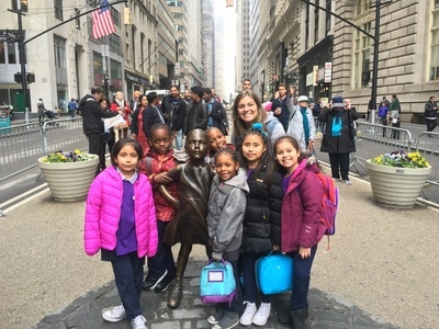 Students with the Fearless Girl sculpture