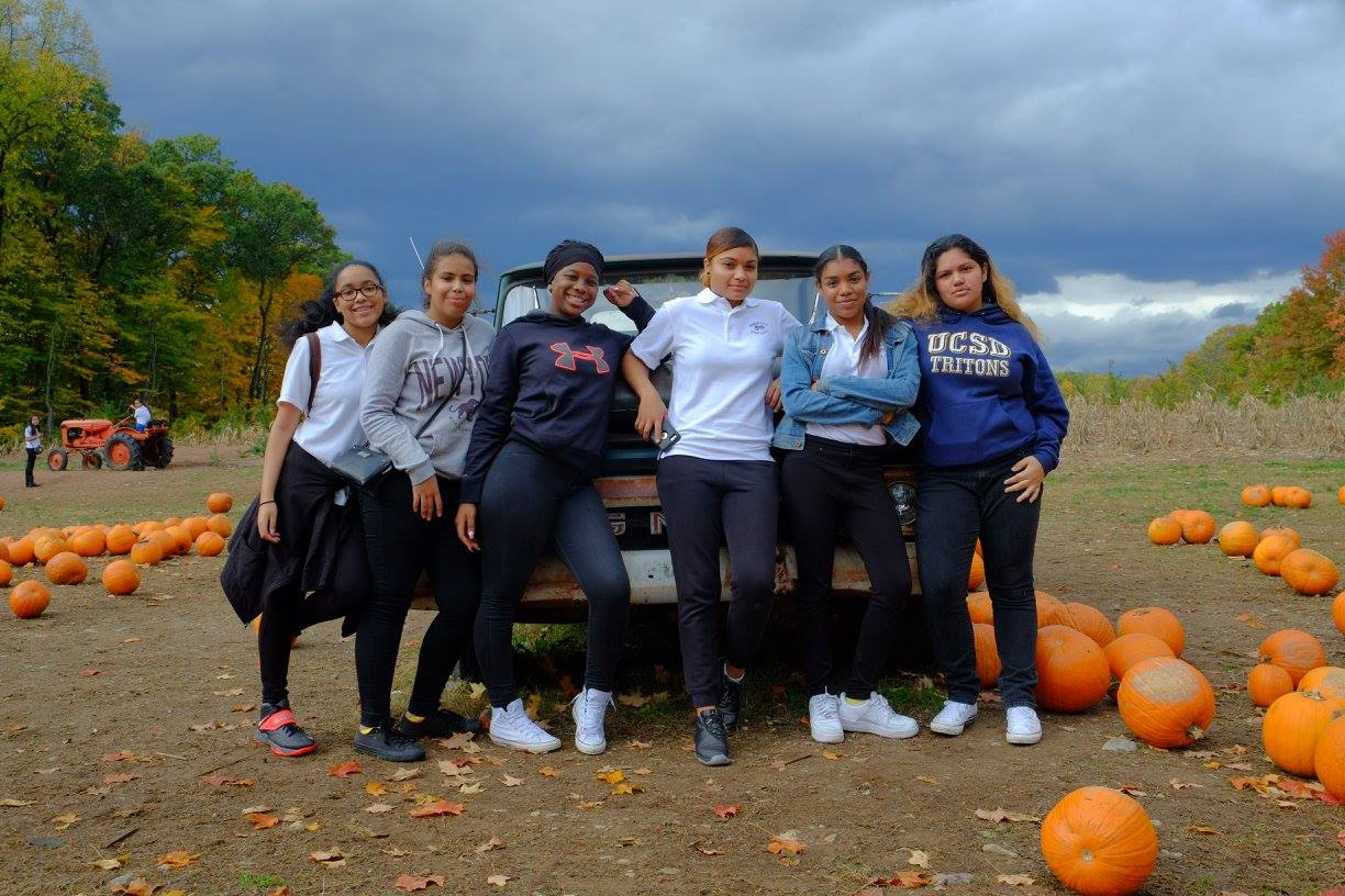 WVHS students pumpkin picking