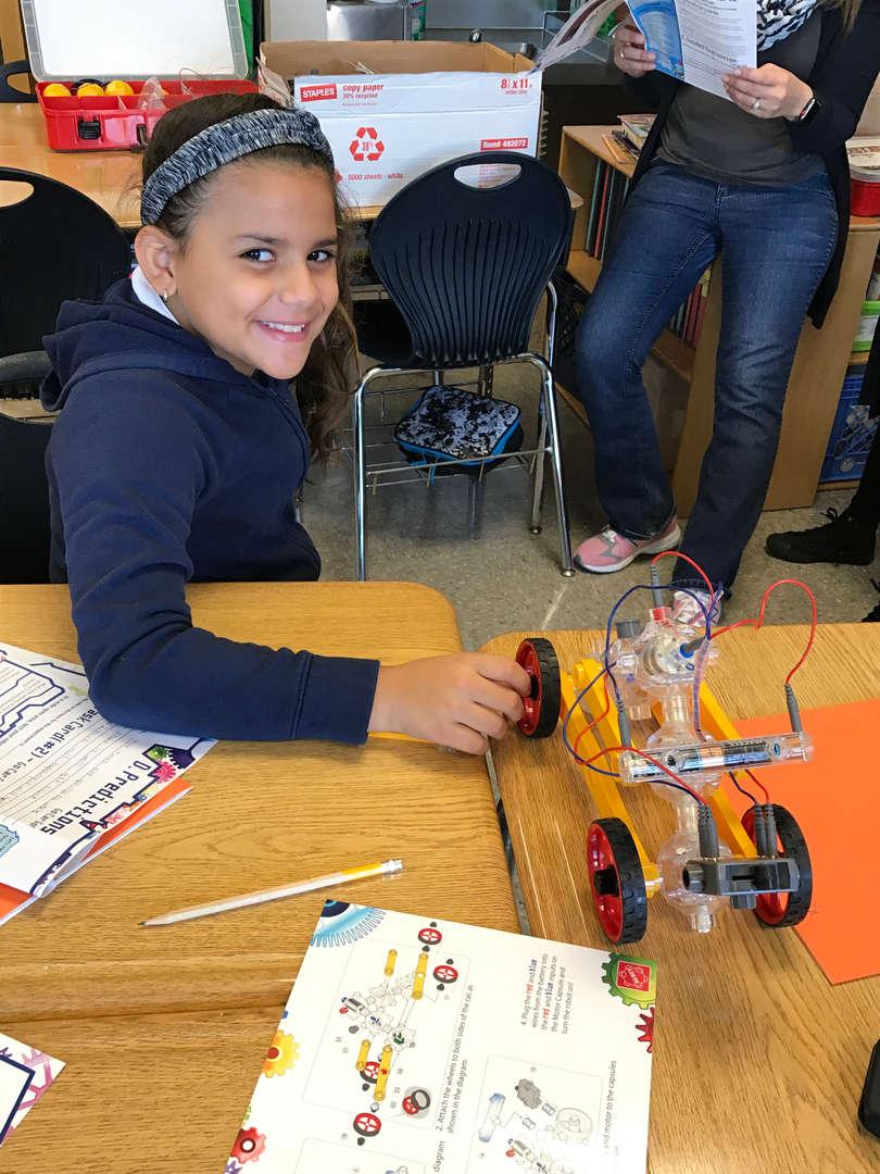 Students showcases robotics project