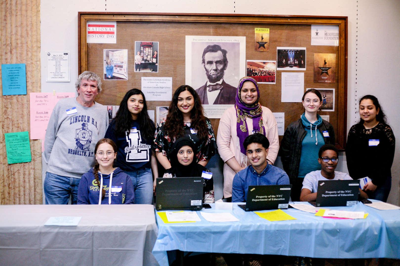 Students help host alumni event.