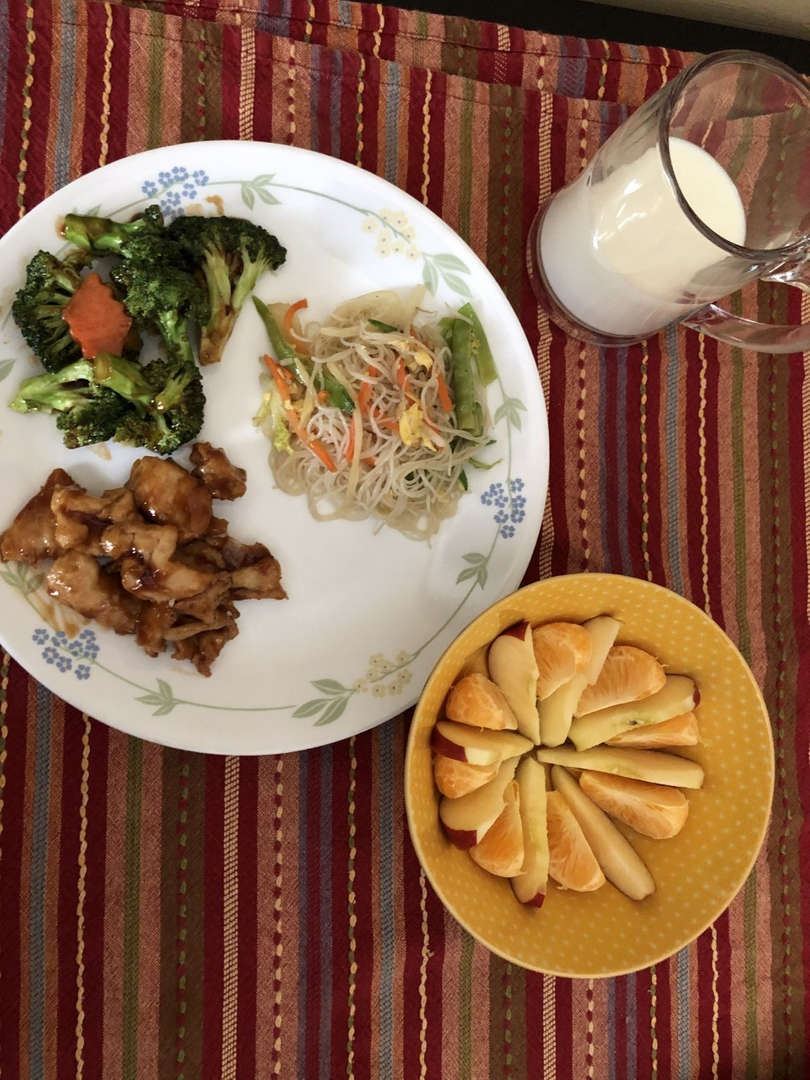 Chicken, mixed vegetables, fruit,  lomein and milk