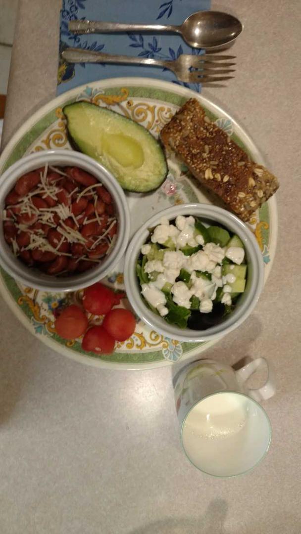 Chili, salad, avocado and whole grain bread