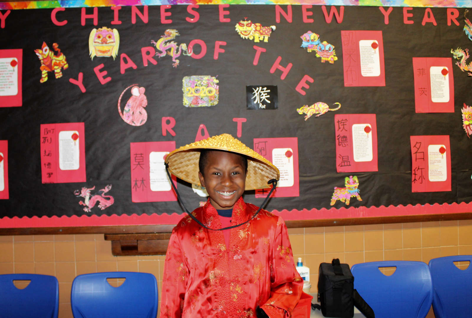 A male student wore a traditional Chinese jacket and bamboo hat for his presentation.