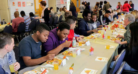 students eating a Thanksgiving meal at school