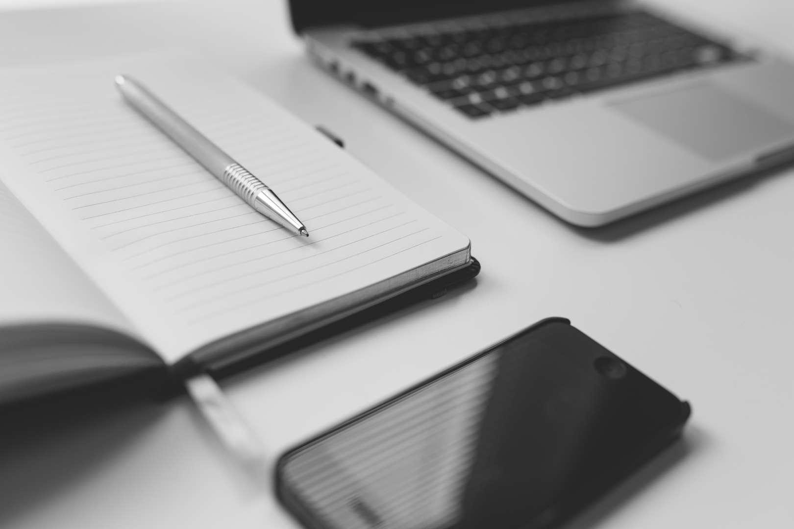 desktop materials to illustrate project management