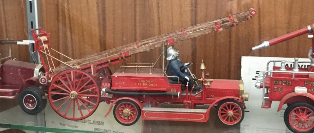 Mini toy fire engine