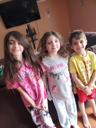 3 children with messy heads