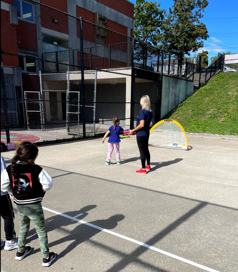 More students trying the frisbee throw in the net contest